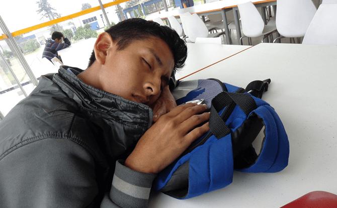 居眠りは病気??ナルコレプシー(居眠り病)の症状と原因について考える