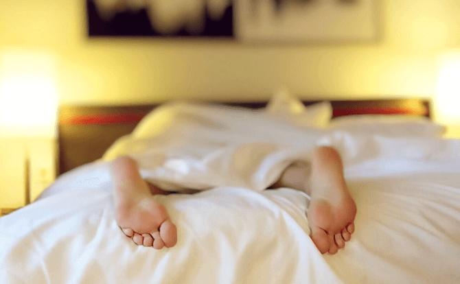 寝不足は胃痛の要因になる
