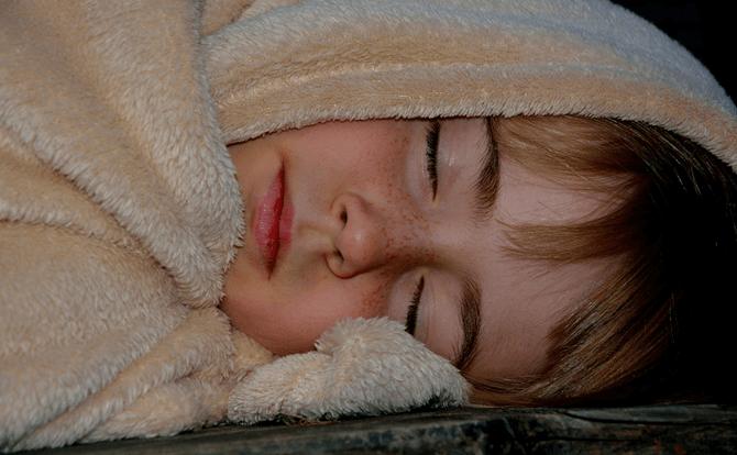 左と右で効果が異なる横向き寝